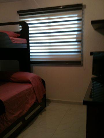 1 cama matrimonial una individual y otra en litera for Cama matrimonial y individual